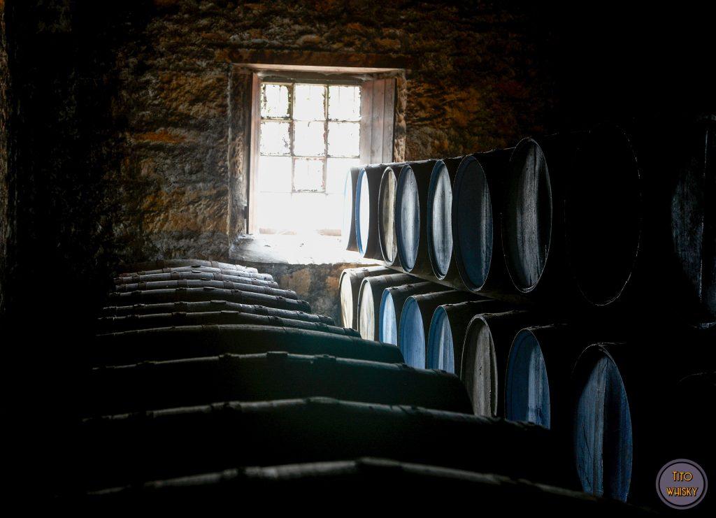 Barricas de whisky en Glen Grant- Añejamiento del whisky